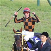 エリザベス女王杯をモズカッチャンで勝ったM・デムーロ騎手。マイルCSを勝てばJRA年間GI最多記録6勝に並ぶ